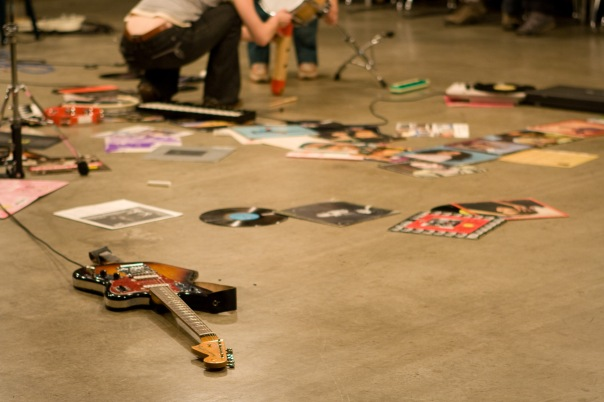 13.Guitar on Floor _DJ